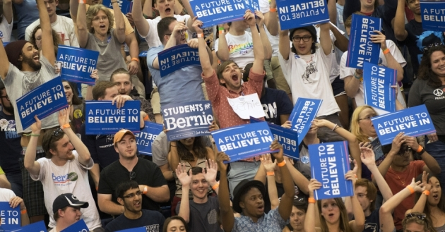 A cheering crowd greeted Sanders at a Pennsylvania rally in April. (Photo: Penn State/flickr/cc)